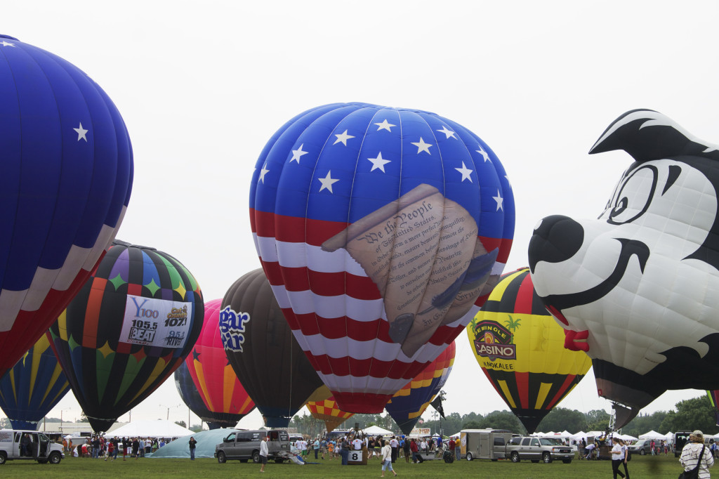 All of the balloons inflated on the field, truly and amazing sight. Photo: Paula Bendfeldt-Diaz. All Rights Reserved.
