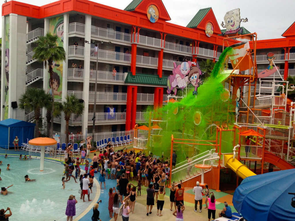 The mass sliming at the pool! Photo: Paula Bendfeldt-Diaz, all rights reserved.