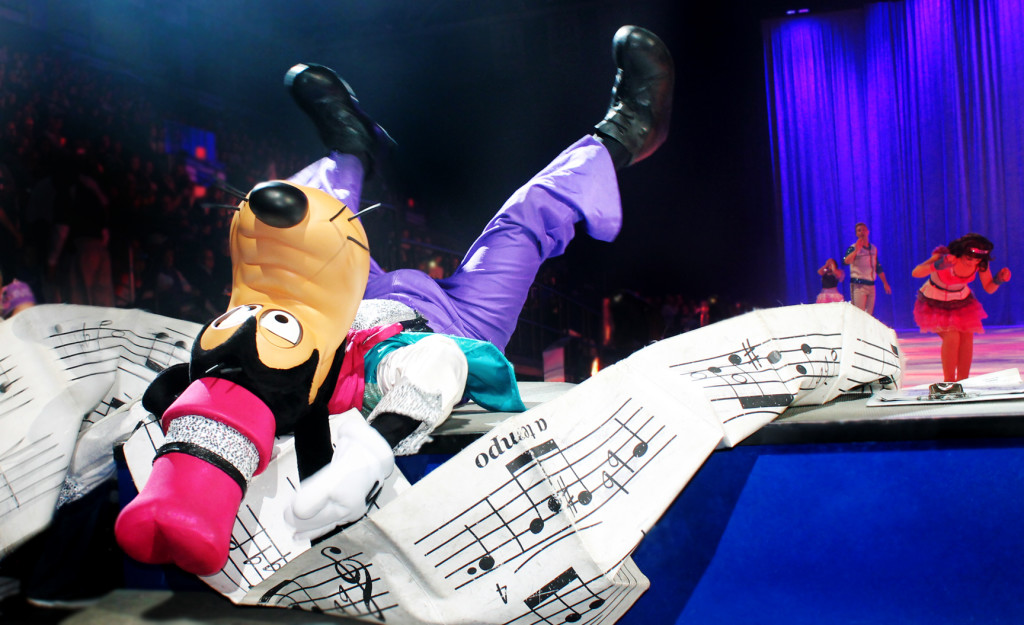 Goofy at the Disney on Ice Rockin ever after show