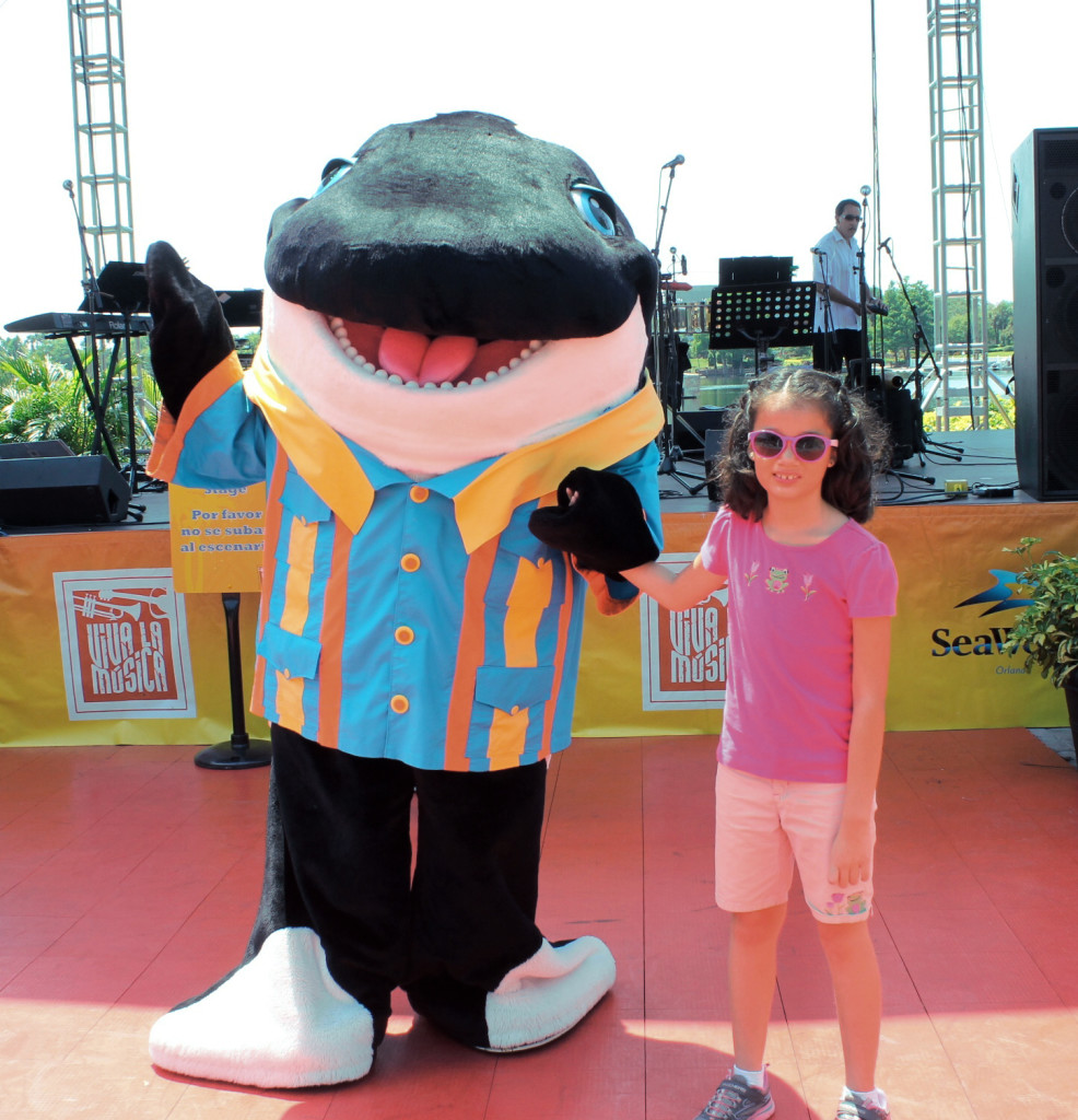 Shamu dancing with my daughter at Viva la Musica festival.