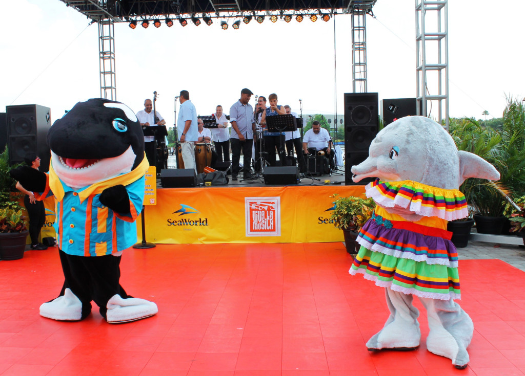 Shamu and Dolly dancing during Viva la Musica festival.