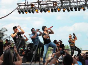 Chino y Noche performing during the Viva la Musica Latino festival.